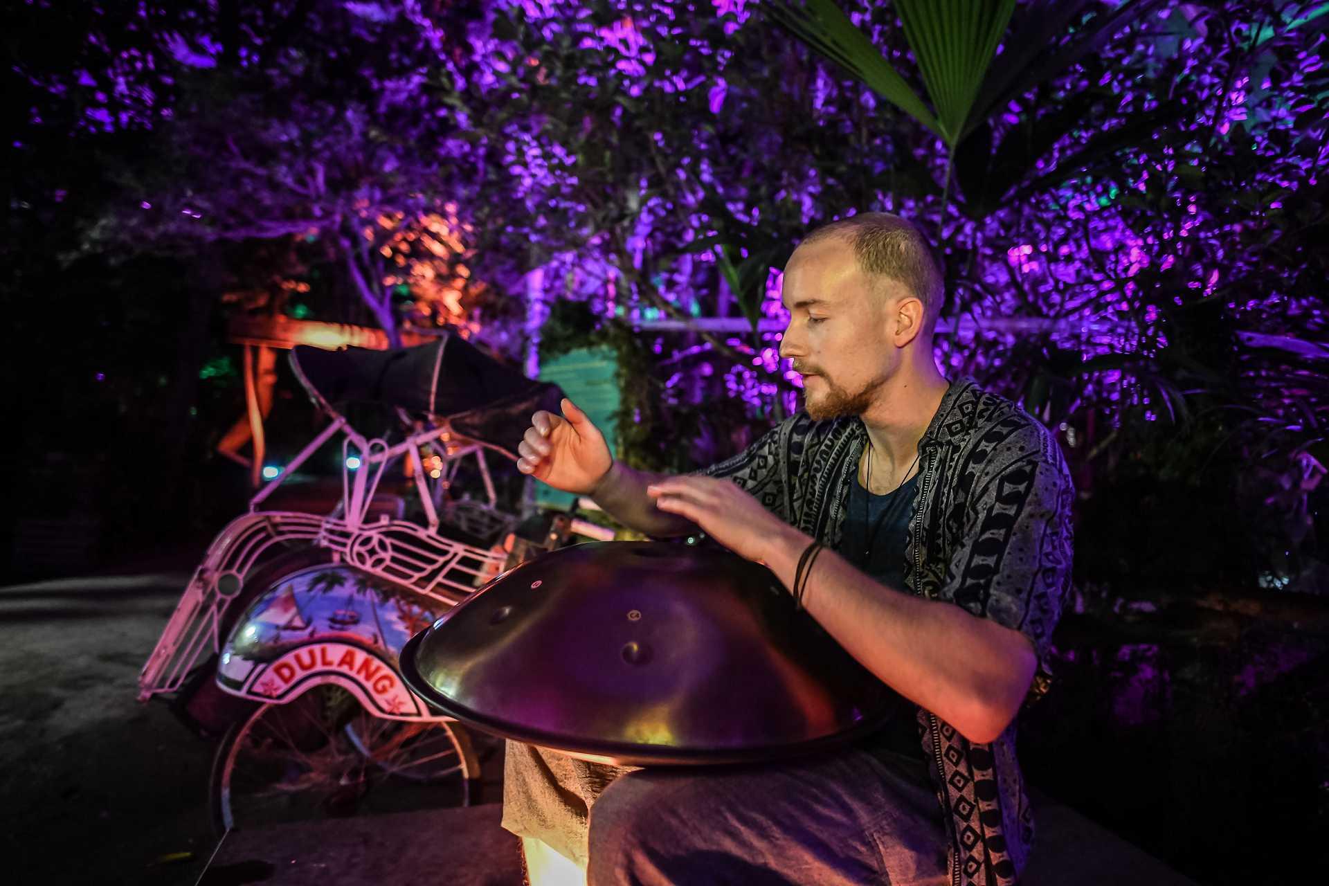 Handpan-Konzert beim Tropenleuchten im Leipziger Zoo